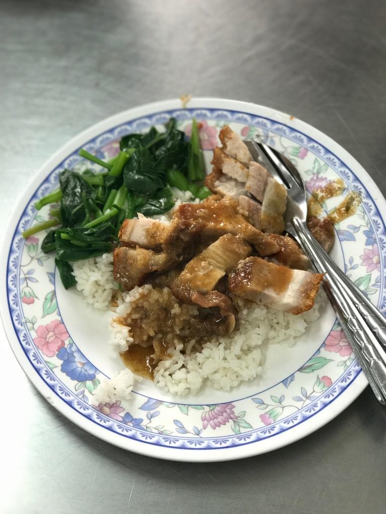 Crispy pork with rice @ Nai-Ek Roll Noodles. Photo credit: Aaron.