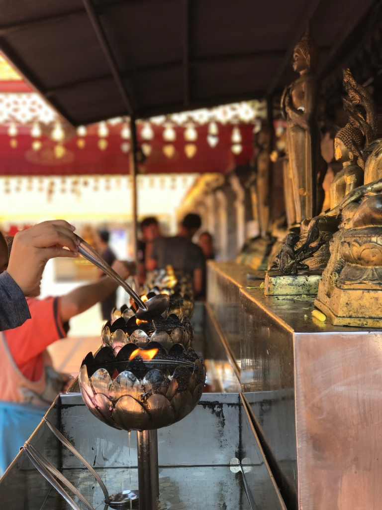 Oil pouring ritual @ Wat Phra That Doi Suthep. Photo credit: Aaron.