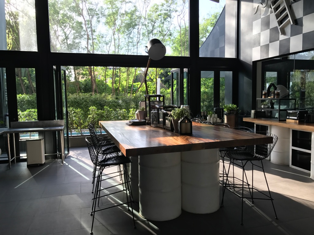 Breakfast area @ Blu Monkey Hotel and Hub. Photo credit: Aaron.