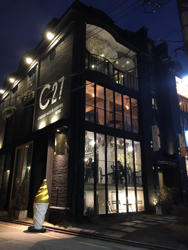 A really nice cheesecake cafe on one of the side streets of Garosugil.