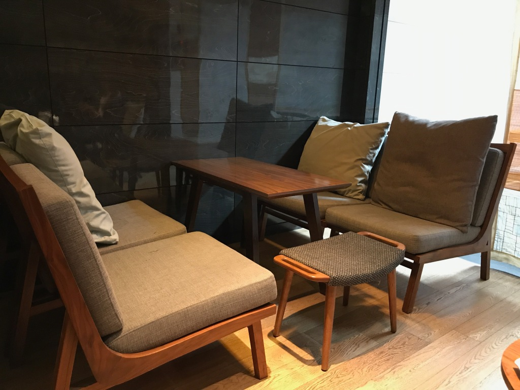 Nice seating on the top floor of Osulloc, Insadong. Photo credit: Aaron.