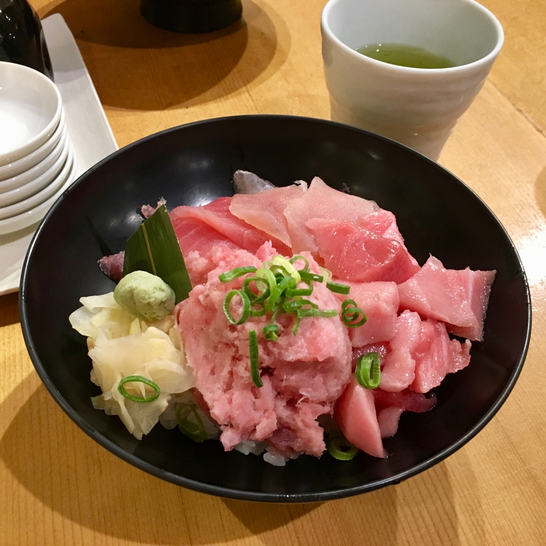 Tuna sashimi bowl