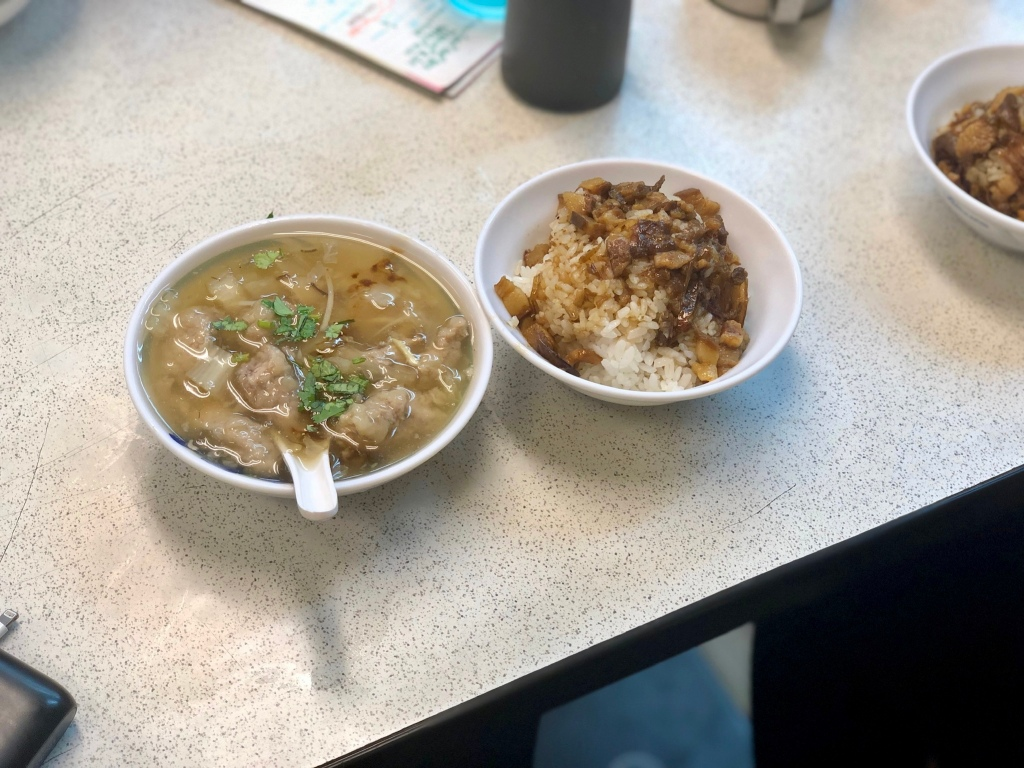 滷肉飯 (Lu Rou Fan or braised pork on rice) and meat stew @ 三代肉羹滷肉饭